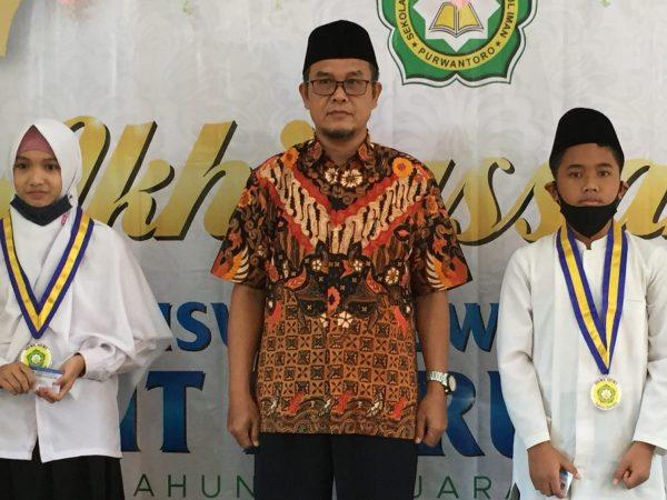 Penyematan Tanda Alumni